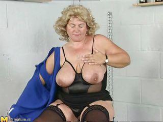 Порно видео зрелые дамы кончают
