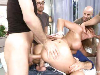 Любительское групповое порно видео