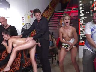 Секс госпожа муж лижет жену после любовника